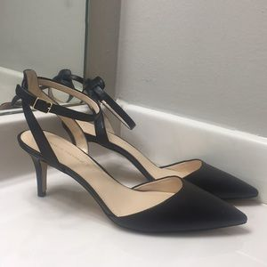 Banana Republic Leather heels NWOB